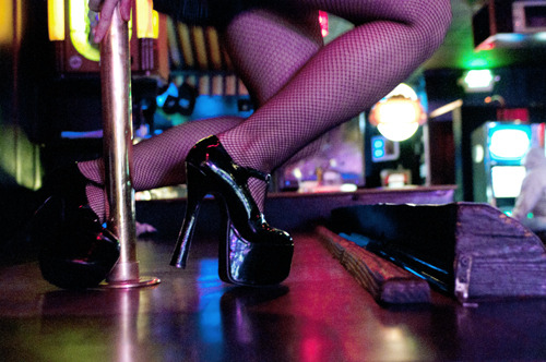 The Dolphin II Gentlemen's Club – Portland Metro Restaurant Guide